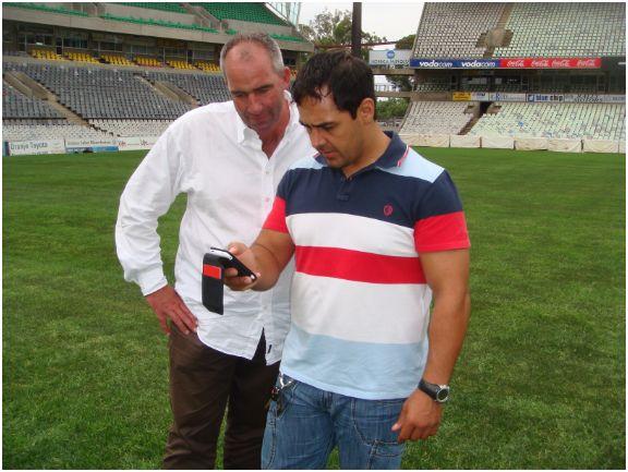 Joost Jetten and Nelio De Sa checking the Iphone App at Bloemfontein Stadium